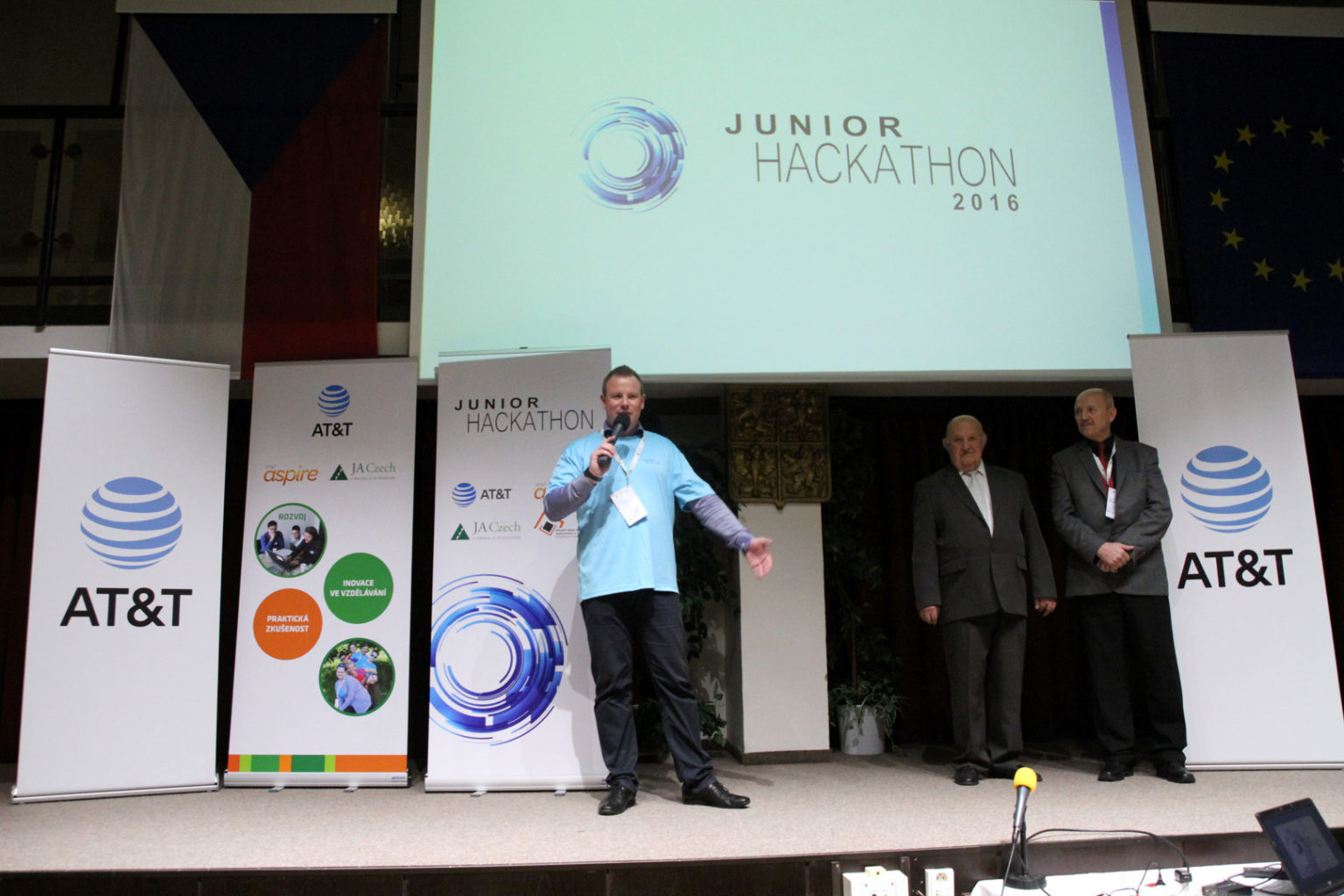 Junior Hackathon Brno 2016. Ladislav Venc, AT&T Czech Republic Country Manager.
